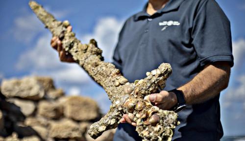 Menakjubkan, Pedang 900 Tahun dari Ksatria Perang Salib Ditemukan Penyelam di Laut Tengah