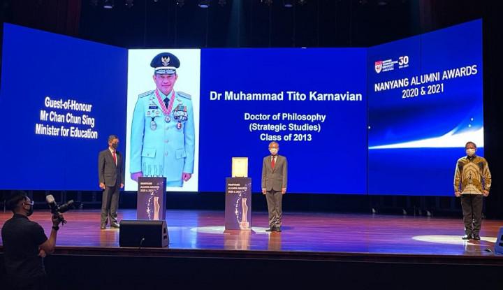 Mendagri Terima Penghargaan Alumni Terhormat dari NTU
